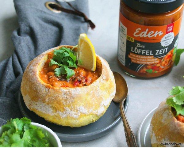Eintopf (Löffel Zeit) im Brot Teig